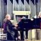 """Giedrė Kaukaitė ir Gražina Ručytė atlieka Felikso Bajoro """"Sakmių siuitą"""" Nacionalinėje filharmonijoje. 1997 m. Asmeninio archyvo nuotr."""