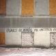 """Graffiti užrašas: """"Pasaulis be bomžų – tai vartotojų visuomenės utopija"""". Tomo Čiu�elio nuotr."""