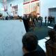 Drawing Lesson. Performatyvi intervencija parodojedocumenta 12, Kaselis, Vokietija, 2007. Dalyviai: Trondheimo dailės akademijos studentai ir dėstytojai,documenta 12darbuotojai ir lankytojai, du policininkai iš Kaselio policijos departamento. Nuotrauka: Urbonas Studio