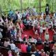 """Mažieji teatro žiūrovai su tėveliais """"Operos dienų"""" renginyje. M. Aleksos nuot."""