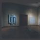 Paveikslas 'Quiz' tarp daugelio kitų K. Varnelio darbų personalinėje parodoje 1974 m. Milvokio meno centre, Viskonsino valstijoje, JAV (LNM archyvo nuotr.)