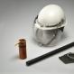 Guminė lazda, riaušių malšintojo šalmas, antrankiai, dūminis užtaisas ir ašarinių dujų balionėlis – SSRS vidaus reikalų kariuomenės ir milicijos pareigūnų naudotos priemonės mitingams malšinti. 1988 m. K. Stoškaus nuotr.