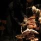 """""""Žiogas Zigmas Žalgirio mūšyje"""". Nuotrauka iš Kauno valstybinio lėlių teatro archyvo"""