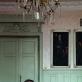 """""""Butas'99"""". Konstantinas Bogdanas (jaun.) savo tėvo bute,  kuris yra beveik nepakitęs nuo projekto """"Butas'99"""".  Fotografuota 2019"""