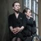"""Eglė Mikulionytė (Olga) ir Viktorija Kuodytė (Ana) spektaklyje """"Didvyrių aikštė"""". D. Matvejevo nuotr."""