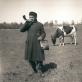 Kerdžius Jurgis Biškauskas pučia ožragį, 1934 m. Panevėžio aps. Kupiškio v. Stičkalnio k. Balio Buračo nuotrauka. Vytauto Didžiojo karo muziejaus nuosavybė