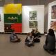Su Varėnos Jadvygos Čiurlionytės menų mokyklos mokiniais nagrinėjame Vyganto Paukštės tapybą. Organizatorių nuotr.