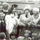 Iš kairės: mokytojos Nijolė Strikulytė-Martinsonė, Jadvyga Jovaišaitė-Olekienė, Lili Ramanauskienė-Navickytė, Dainora Adomaitytė, Ramutė Janavičiūtė-Kantoravičienė. 1987-ųjų rugsėjis. Nuotrauka iš asmeninio archyvo