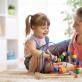 Paslaugos pagyvenusiems ir namuose įstrigusiems asmenims: pamokos internetu, vaikų priežiūra, maisto bei vaistų pirkimas